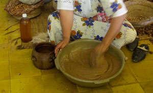 Elaboración artesanal del aceite de argán puro