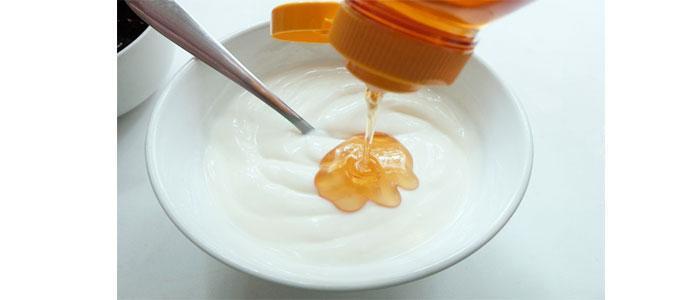 Mascarilla para el escote con miel y yogur