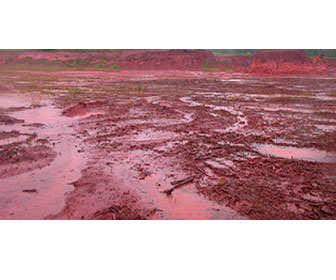 mina de arcilla roja